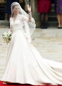 Vestido de casamento da Kate Middleton 061 219x300 - Vestidos de Noiva das Famosas