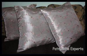 almo1 300x192 Almofadas, bonitas, baratas e indispensáveis na decoração da sala de estar