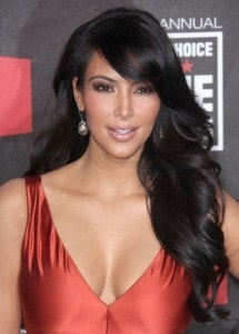 kim kardashian cabelo romantico 215x300 Cabelos Pretos