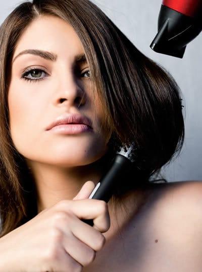 como escovar o cabelo Como Fazer Uma Escova Perfeita – Cabelos Cacheados