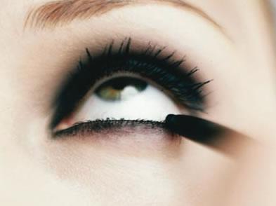 maquiar para festa Como delinear os olhos: 2   Lápis preto para olhos