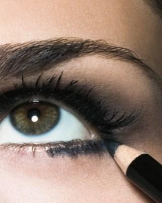 preto3 Como delinear os olhos: 2   Lápis preto para olhos