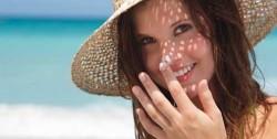 beleza-filtro-solar-mulher-praia