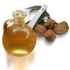 oleo de amendoas Óleo de amêndoas hidrata a pele e o cabelo. Confira!