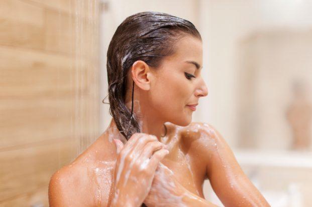 aplicar o shampoo