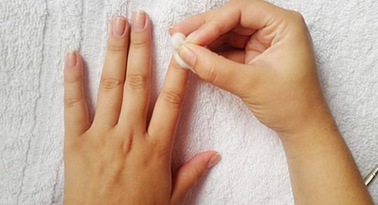 limpeza esmoliente - Detox para as unhas: aposte nessa ideia!