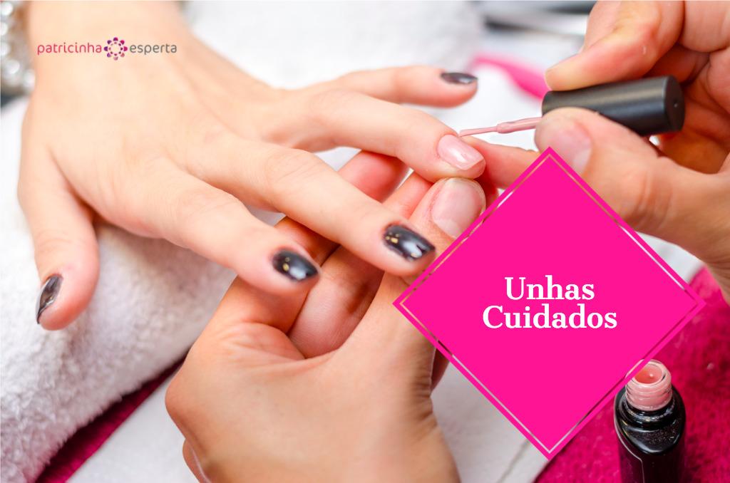woman applying pink nail polish picture id629589678 - Tratamentos Para Unhas Fracas
