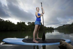Famosos praticam Stand Up Paddle para emagrecer