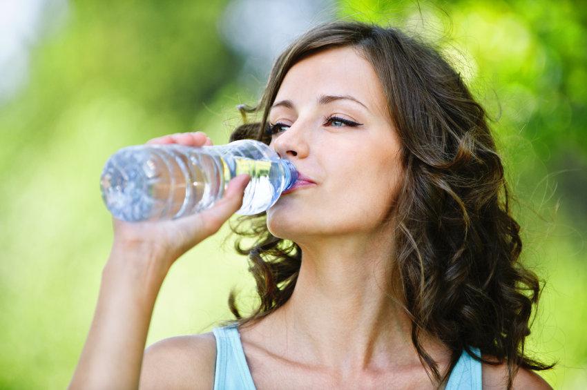 iStock 000017709601 Small - Beber muita água emagrece