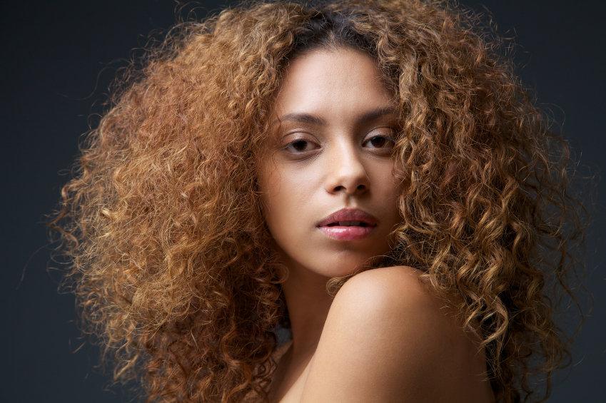 cortes de cabelo rosto redondo cacheado cacheado volumoso