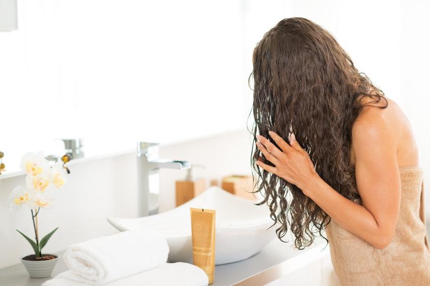 iStock 000041641508 Small - Hidratação para cabelos: como fazer em casa