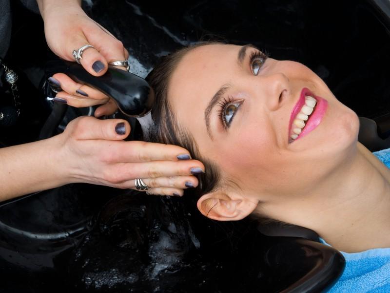 iStock 000013881343 Small - Tratamento Comum x Tratamento Intensivo para cabelos