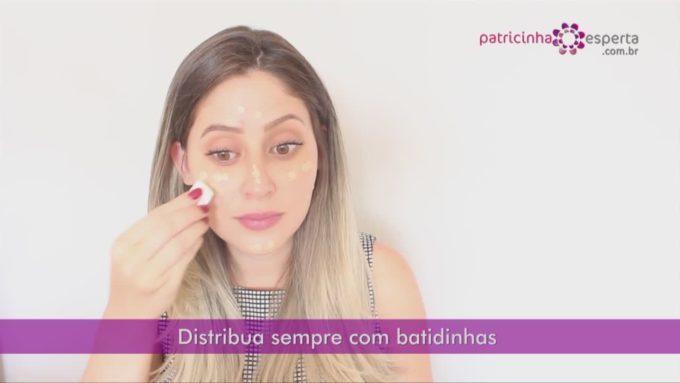 Como aplicar a base no rosto corretamente