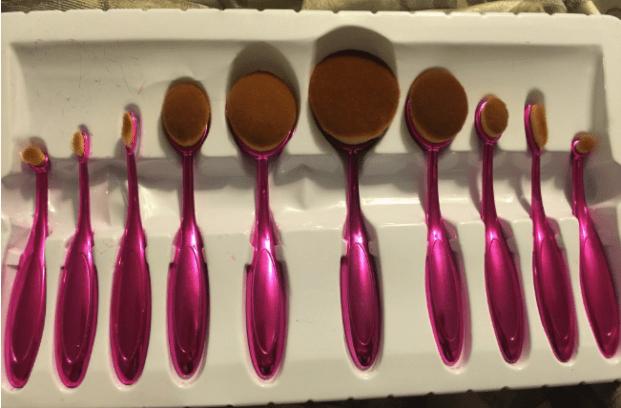Pincel oval de maquiagem