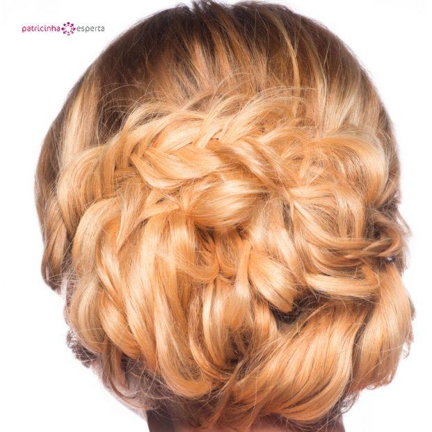 penteado sofisticado preso para madrinha de casamento loira